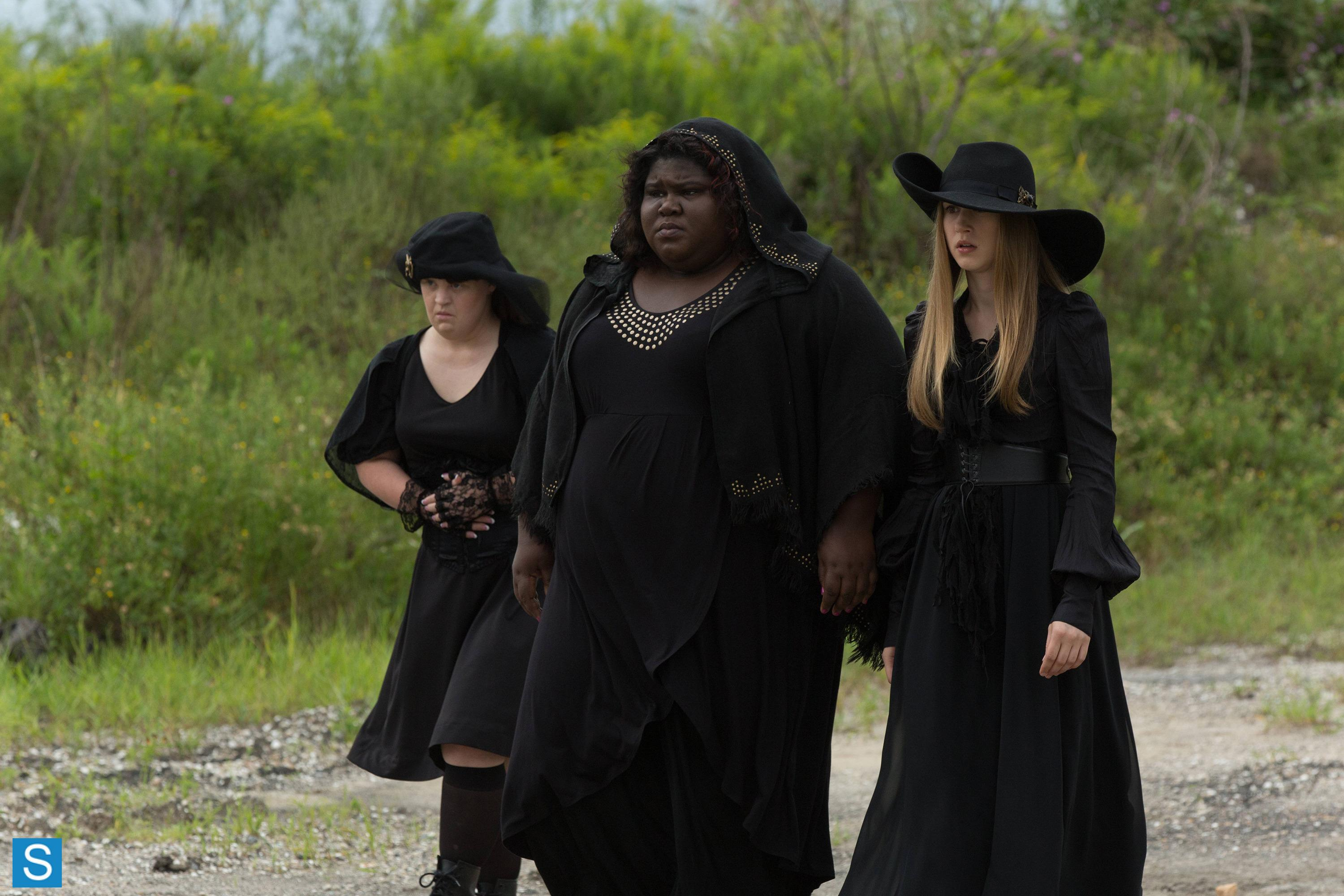 American Horror Story - Episode 3.05 - Burn, Witch, Burn - Promotional Photos (2)_FULL