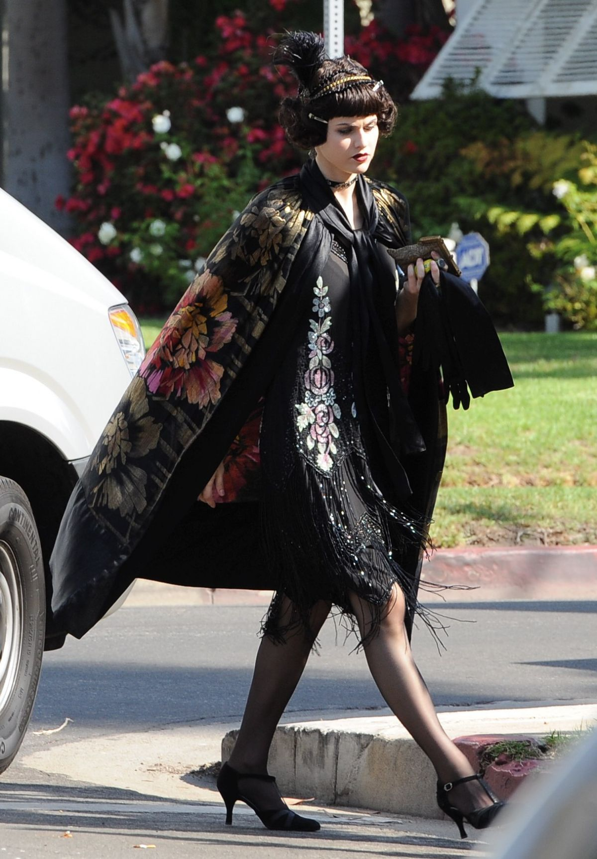 alexandra-daddario-on-the-set-of-american-horror-story-in-los-angeles-10-23-2015_2