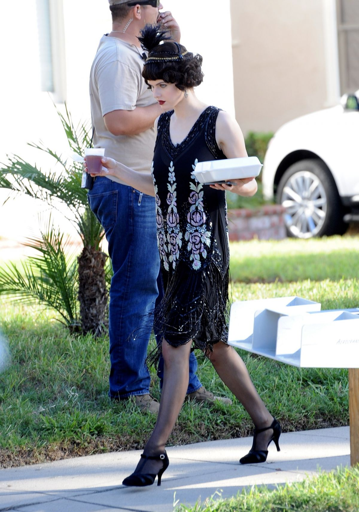 alexandra-daddario-on-the-set-of-american-horror-story-in-los-angeles-10-23-2015_7
